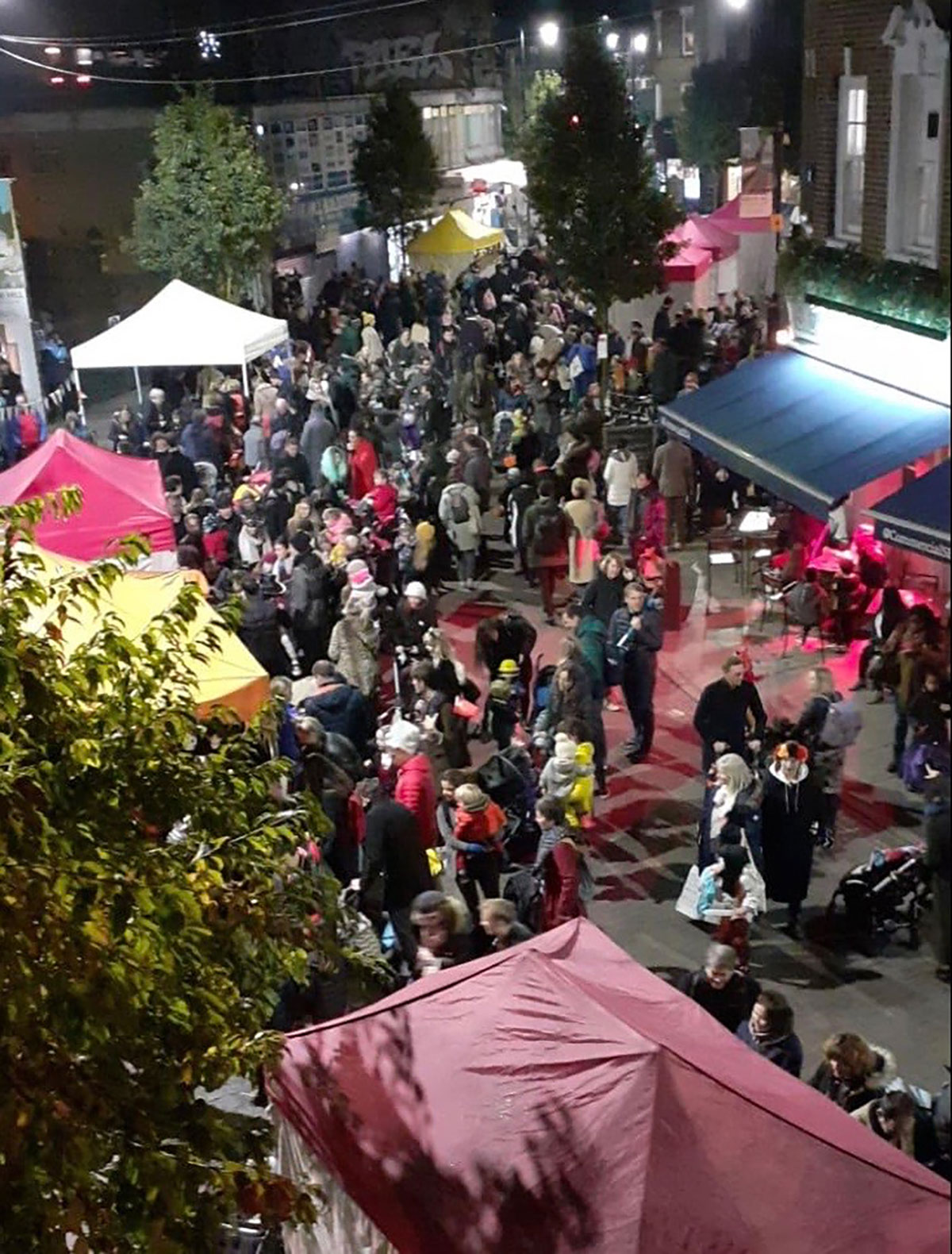 Herne Hill halloween 2019 - crowd on Railton Road