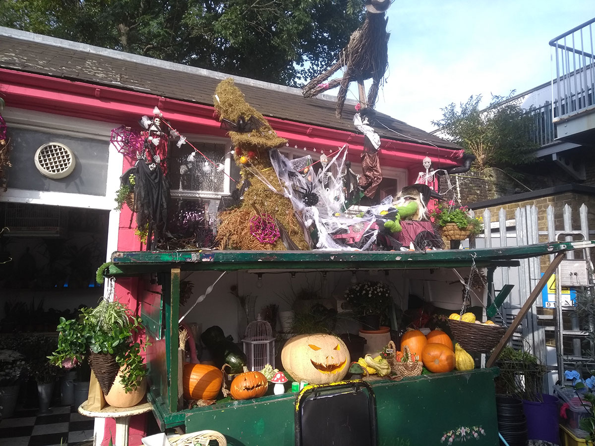 Herne Hill halloween 2019 - The Flower Lady's amazing Halloween display